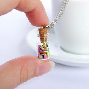 Engelse drop snoeppot flesje ketting model 2