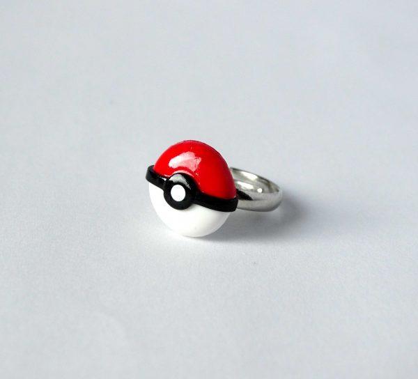 Pokemon pokeball ring